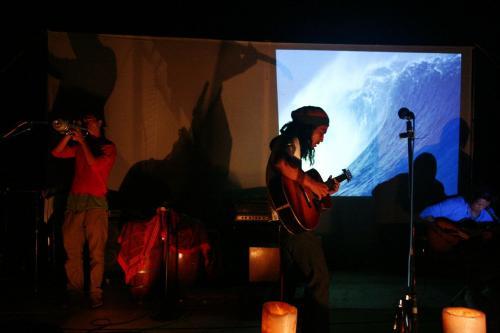 ゆったりした音楽が会場を包みこむ:青森県プレイピア白浜にて