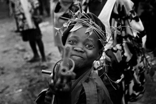 DAYS国際フォトジャーナリズム大賞審査員特別賞  「コンゴ民主共和国・内戦、子ども、女性」マーカス・ブレースデール