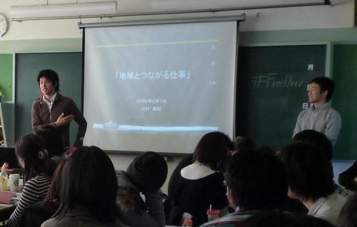 キュレーターの川村さん(左)と講師の友廣さん(右)