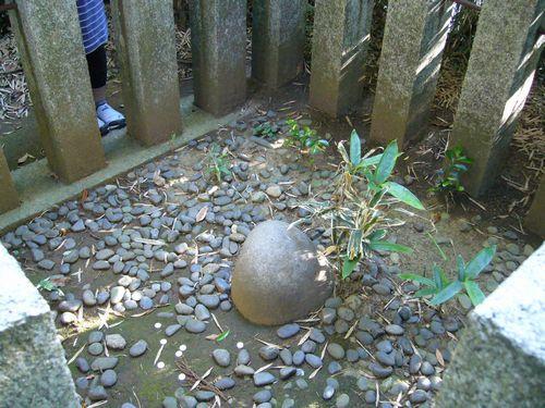 香取神宮の要石。Creative Commons. Some rights reserved by katorisi.
