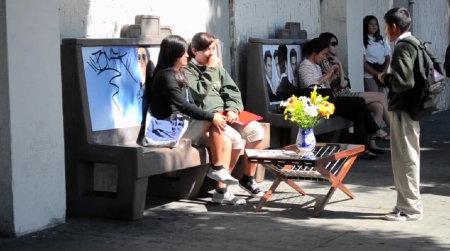 グリーンズ/greenz Put a Coffee Table at a Bus Stop