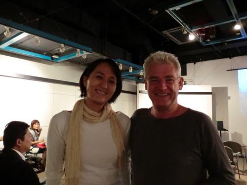 ディレクターの内野加奈子さんと、校長のジョン・ムーア氏