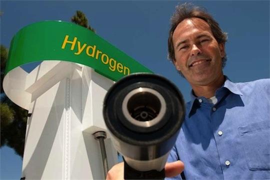 (米) 国立燃料電池研究所、助教授のJack Brouwer Photo by: Steve Zylius