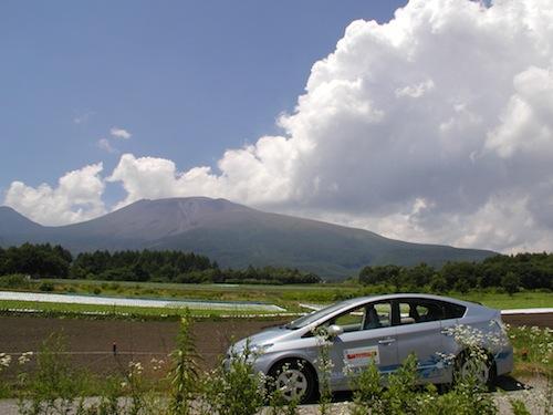 プリウスPHVと浅間山