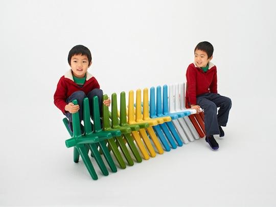 廃棄椅子の下部を使って作った子供用ベンチ「Block Chair」