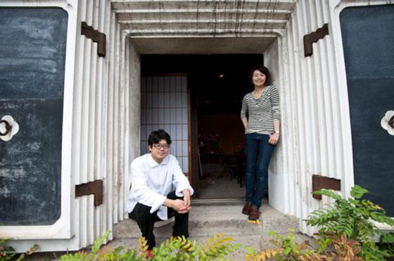 左) 田中浩也氏  右)渡辺ゆうか   photo by www.tonymcnicol.com