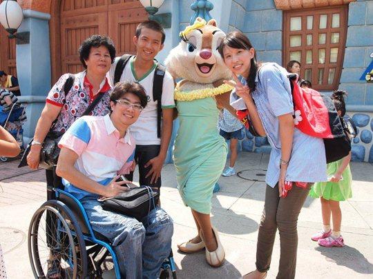 東京ディズニーランドにて台湾のお客さんと一緒に撮影