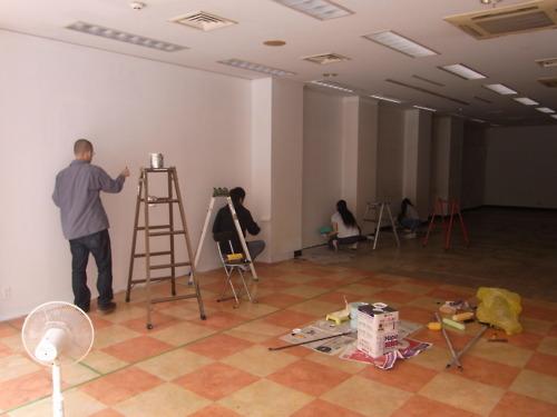 カフェ「RoCA」自分たちでペンキ塗り。リノベーションの様子