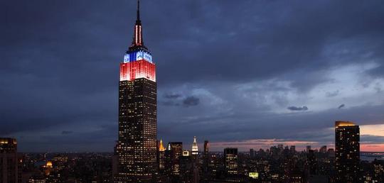 前日の25日、エンパイア・ステート・ビルがスパイダーマンカラーに光りキャンペーンを盛り上げる