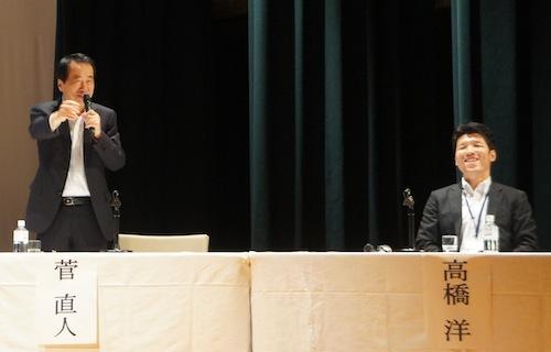 (左から)パネリストの菅直人氏と高橋洋氏、笑いを入れながら笑顔でプレゼンテーションを行っていた