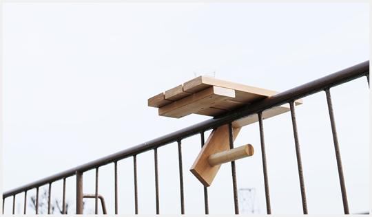 都市の狭いテラスをすこしだけ広げるテーブル「SKYDECK」