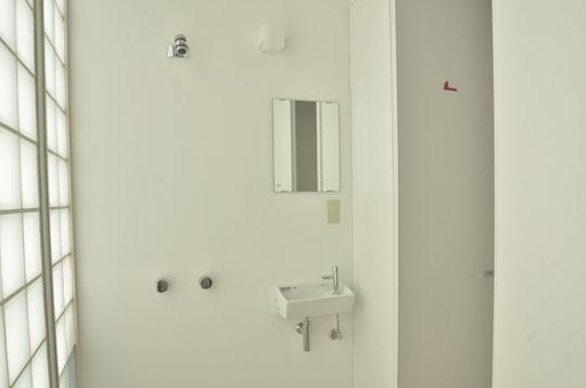 こちらが水回り。シャワーと、洗面所と、トイレのマーク。