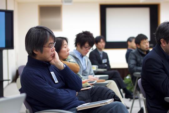 株式会社キュムラス・インスティチュートの岩井秀樹さん。真剣な眼差しです。