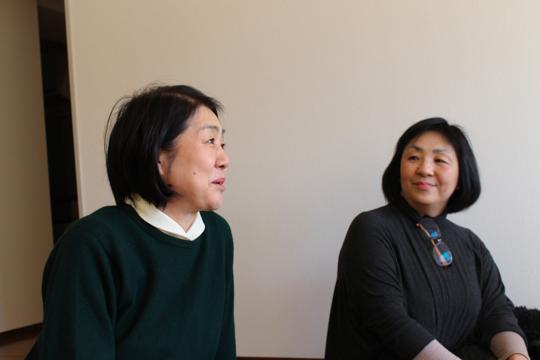 光が丘シェアハウスの未来を語る、NPO法人むすびの中井八千代さん(左)と荒川直美さん(右)