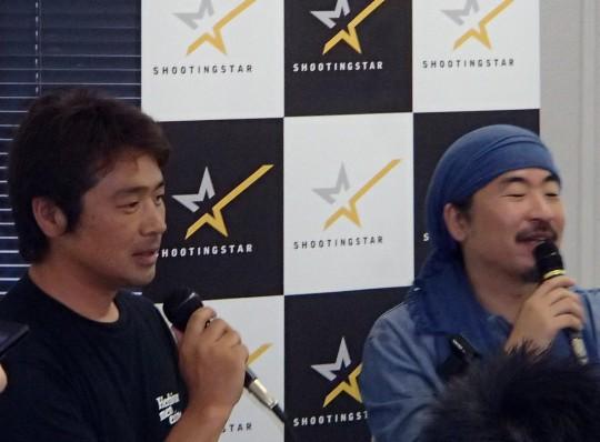 高橋歩さん(右)とNPO法人オンザロード福島支部リーダーの平学さん(左)