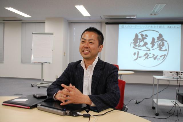 「越境リーダーシップ」プロジェクト発起人であり、ウィルソン・ラーニング ワールドワイドのグローバル営業1部部長でもある三浦英雄さん。