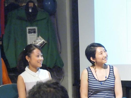 右からHASUNA白木さん、司会の網田さん。