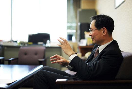 大阪府都市整備部部長、村上毅さん。