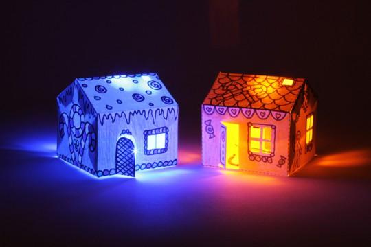 三角屋根のキュートな家をつくれる「Bare Conductive House Kit」