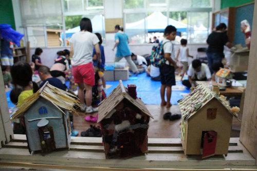 親子で理想の家を創る「ダンボールハウス」のワークショップ