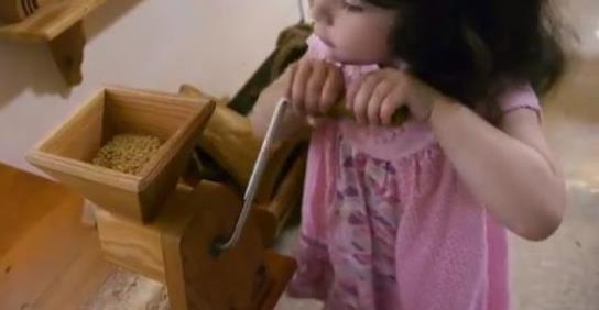 子どもたちは、手仕事を通じていろいろなことを感じ、学びます
