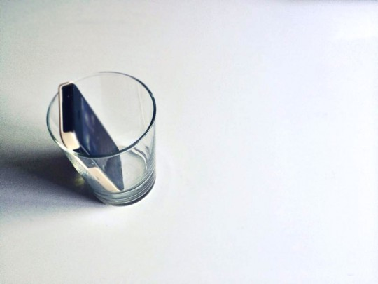 グラスに容れるだけで、本当に音が変わります