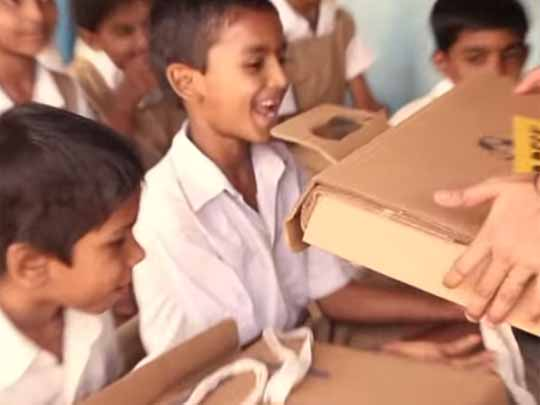 「「Help Desk」は世界中の子どもたちを笑顔にさせています。
